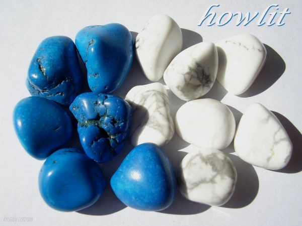 Howlite painted (blue) and natural tumbled stones