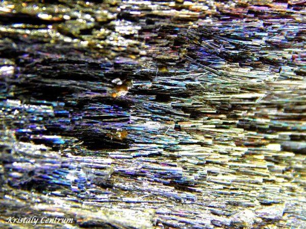 Berhierite with iridescent tarnish