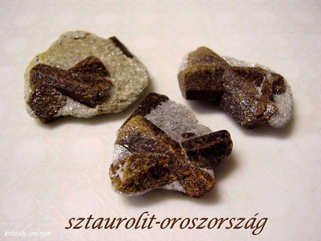 Sztaurolit (Keresztkő)